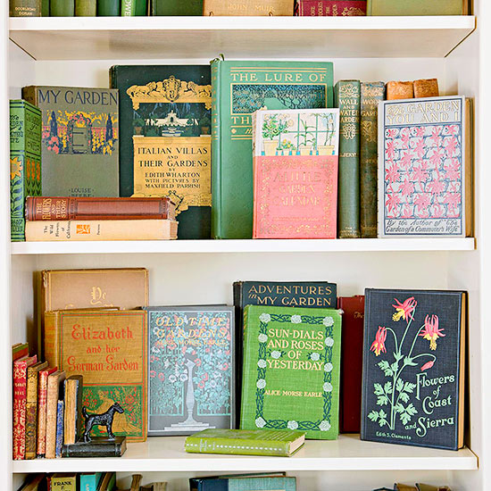 Source: Better Homes and Gardens |Colorful Vintage Books to decorate a bookshelf | Carver Junk Company | #vintagecabin