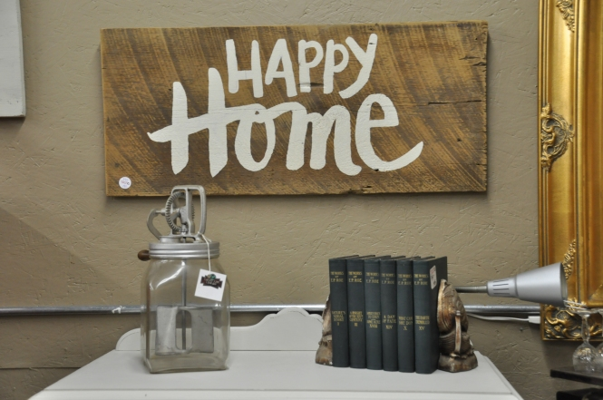 Happy Home Barnwood Sign | The Vintage Estate at Carver Junk Company | Unique Font | Word Art | Hand Painted